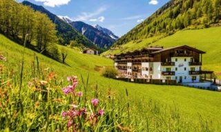 Racines, Bolzano: fino a 7 notti in pensione ¾ con Spa, Skipass o a scelta buono Wellness per 2 all'Hotel Almina