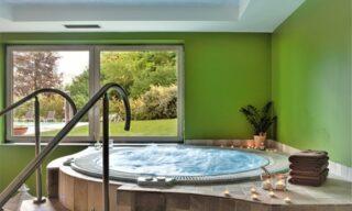 Comano Terme: camera doppia Relax per 2 persone con colazione o mezza pensione e Spa al Vital Hotel Flora
