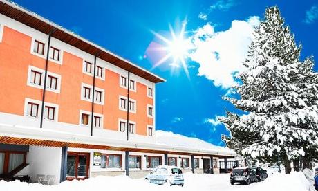 Roccaraso: soggiorno in camera doppia o matrimoniale con mezza pensione ed escursione per 2 persone all'Hotel Holidays