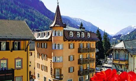 Trentino, Moena: camera doppia Classic con colazione o mezza pensione e accesso Spa per 2 persone all'Hotel Central